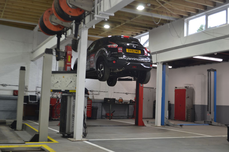 Nissan servicing and MOT's