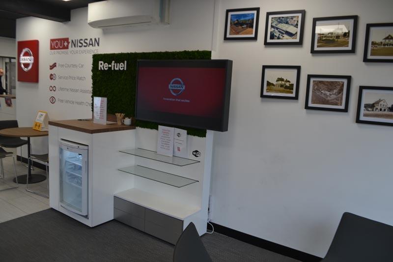 reception Nissan dealer